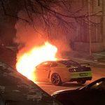 VIDEO / FOTO! Un Mustang a ars aseară pe o stradă din Chișinău